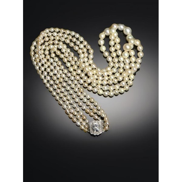 THREE-STRAND NATURAL PEARL NECKLACE Image